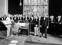 2001-980 Geluidsopnamen in de Goede Herderkerk te Schiebroek een zanguitvoering door het RET-Mannenkoor met medewerking ...