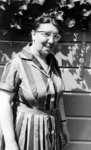 2002-255-1-TM-64 Schoolklassen van mevrouw Ph. C.C. Creteer.Selectie van 6 uit 64 foto's:-1 portret van mevrouw Creteer ...