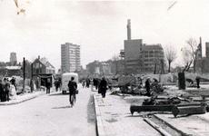 2003-1105 Gezicht op de door het Duitse bombardement van 14 mei 1940 getroffen Oude Binnenweg. Als gevolg van het ...