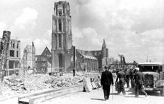 2003-1109 Gezicht in de door het Duitse bombardement van 14 mei 1940 getroffen Hoogstraat . De restanten van ...