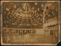 2003-1356 Interieur van het Amerikaansch Danspaviljoen aan het Stationsplein. Het volgde in 1912 het Cirque Variété van ...