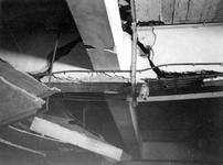 2003-74 Puinresten na het bombardement van 14 mei 1940. Gezicht in het Beursgebouw. Betonbalk in het verlengde van de ...