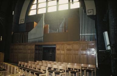 2003-917-201-TM-300 Bestaande en verdwenen kerken in Rotterdam na 1945. Exterieurs en interieurs van o.a. de ...