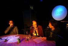 2004-1322 Tijdens de talkshow Grapevine in club Waterfront komt het Samenwerkingsconvenant Rotterdams Clubcircuit aan ...