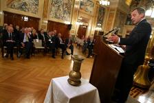 2004-1327 Wolfgang Clement, minister van Economische Zaken en Arbeid van Duitsland, houdt een toespraak in de ...