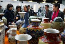2004-1331 Porselein op de China Art Fair in het WTC.