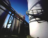 2004-1975-1,-2 Afvalverwerking Rijnmond ( AVR ) aan de Sint Laurenshaven in de Botlek. 2 Opnamen, van boven naar ...