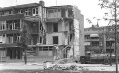 2004-322 Gezicht op de door het Duitse bombardement van 14 mei 1940 getroffen huizen aan De Savornin Lohmanlaan.