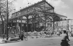 2004-325 Gezicht op de door het Duitse bombardement van 14 mei 1940 getroffen Westnieuwland en het Beursplein met het ...