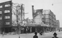 2004-326 Gezicht op de door het Duitse bombardement van 14 mei 1940 getroffen Meent. Gezien uit het zuiden. Ter hoogte ...
