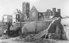 2004-330 Gezicht op de door het Duitse bombardement van 14 mei 1940 getroffen omgeving van de Van Oldenbarneveltstraat. ...