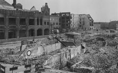 2004-336 Gezicht op de door het Duitse bombardement van 14 mei 1940 getroffen Koninklijke Vereenigde Tapijtfabriek aan ...