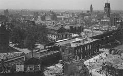 2004-338 Overzicht vanaf het Witte Huis: op de door het Duitse bombardement van 14 mei 1940 getroffen omgeving bij het ...