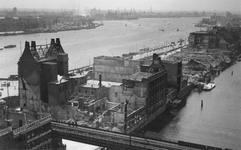 2004-339 Overzicht vanaf het Witte Huis: op de door het Duitse bombardement van 14 mei 1940 getroffen Boompjes en de ...