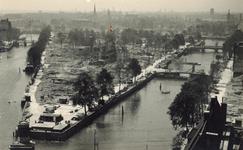 2004-341 Overzicht vanaf het Witte Huis: op de door het Duitse bombardement van 14 mei 1940 getroffen Wijnhaven en ...