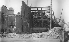 2004-342 Gezicht op de door het Duitse bombardement van 14 mei 1940 getroffen gebouw van het Rotterdamsch Nieuwsblad ...
