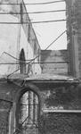 2004-343 Gezicht op de door het Duitse bombardement van 14 mei 1940 getroffen Sint-Laurenskerkgebouw aan het ...