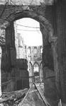 2004-345 Gezicht op de door het Duitse bombardement van 14 mei 1940 getroffen Sint-Laurenskerkgebouw aan het ...