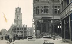 2004-346 Gezicht op de door het Duitse bombardement van 14 mei 1940 getroffen Sint Laurensstraat hoek Korte Hoogstraat ...