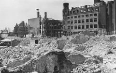2004-355 Gezicht op de door het Duitse bombardement van 14 mei 1940 getroffen Korte Hoogstraat en Hoogstraat. Met ...