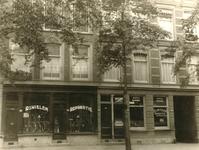 2004-491-TM-492 Gezichten in de Hugo de Grootstraat. Van boven naar beneden:-491-492: met fietsenwinkel