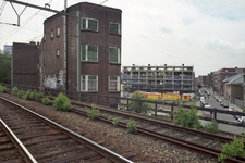2004-493-84-TM-90 Reportage van de zogenaamde Hofpleinlijn en omge- ving tussen station Hofplein en het Noorderkanaal. ...