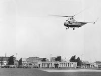2004-5068 Zicht op het Heliport aan de Hofdijk, hoek Katshoek.