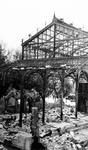 2004-539 Gezicht op de door het Duitse bombardement van 14 mei 1940 getroffen Blaak en het Beursplein met het stalen ...