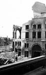2004-541 Gezicht op de door het Duitse bombardement van 14 mei 1940 getroffen Hofplein met het verwoeste stationsgebouw ...