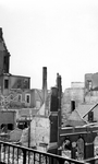 2004-542 Gezicht op de door het Duitse bombardement van 14 mei 1940 getroffen omgeving van de Scheepmakershaven. Als ...