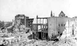 2004-543 Gezicht op de door het Duitse bombardement van 14 mei 1940 getroffen omgeving van de Gedempte Botersloot en ...