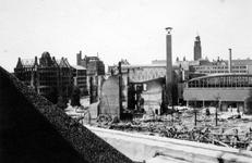 2004-55-12 Gezicht op de door het Duitse bombardement van 14 mei 1940 getroffen Coolsingel. Als gevolg van het ...