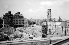 2004-55-2 Gezicht op de door het Duitse bombardement van 14 mei 1940 getroffen Korte Hoogstraat en Hoogstraat. Als ...