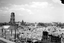 2004-55-3 Gezicht op de door het Duitse bombardement van 14 mei 1940 getroffen omgeving van de Hoogstraat, Steiger met ...