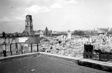 2004-55-4 Gezicht op de door het Duitse bombardement van 14 mei 1940 getroffen omgeving van de Hoogstraat, Steiger met ...