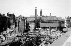 2004-55-5 Gezicht op de door het Duitse bombardement van 14 mei 1940 getroffen Coolsingel. Als gevolg van het ...