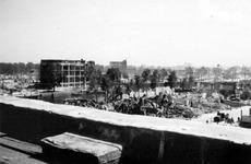 2004-55-6 Gezicht op de door het Duitse bombardement van 14 mei 1940 getroffen omgeving van de Leuvehaven en Wolfshoek ...