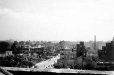 2004-55-7 Gezicht op de door het Duitse bombardement van 14 mei 1940 getroffen omgeving van de Leuvehaven aan de ...