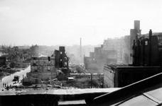 2004-55-8 De Leuvehaven westzijde en de Schiedamsedijk met door het bombardement van 14 mei 1940 verwoeste huizen en ...