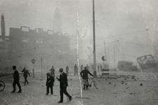 2004-557 Gezicht op de door het Duitse bombardement van 14 mei 1940 getroffen omgeving van het Hofplein bij de ...
