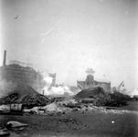 2004-558 Gezicht op de door het Duitse bombardement van 14 mei 1940 getroffen omgeving van de Oosterkade met het ...