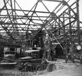 2004-561 Gezicht in de door het Duitse bombardement van 14 mei 1940 getroffen garage van de gemeentelijke vervoer en ...