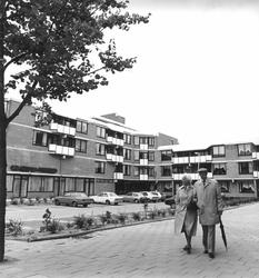 2004-5653 Noordeinde met bejaardentehuis De Nieuwe Plantage.