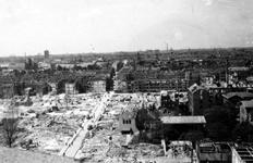 2004-567 Gezicht op de door het Duitse bombardement van14 mei 1940 getroffen omgeving van de Binnenweg met verwoeste ...