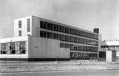 2004-5788 De Spaanseweg met schoolgebouw De Poort.