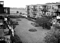 2004-5855 De Vroesenlaan met wooncomplex de Eendracht.