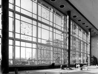 2004-5884 Het interieur van het Centraal Station aan het Stationsplein.
