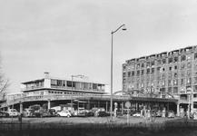 2004-5892 Het Weena met garage Broedelet en het viaduct van het Groothandelsgebouw.