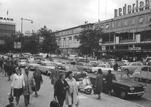 2004-5938 Het Beursplein met het warenhuis Hema.