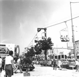 2004-5969 De Coolsingel met kabelbaan tijdens de manifestatie C'70.